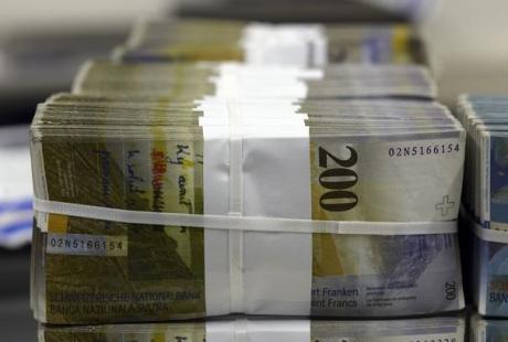 Un franc Suisse met le feu au lac des salaires des grands patrons