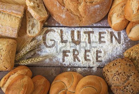 41510366-un-gluten-pains-gratuits-sur-fond-de-bois